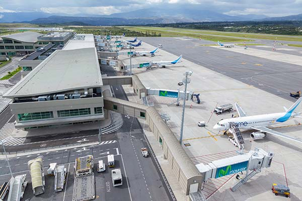 Aeroporto Quito : Phase a of the quito airport passenger terminal began its